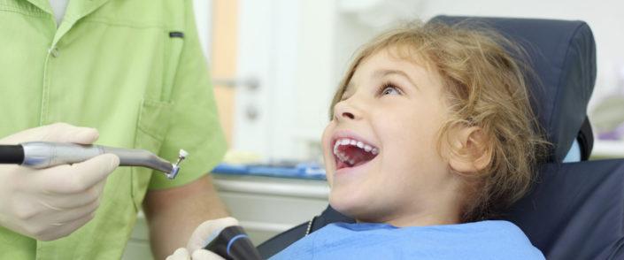 Zalivanje fisur pri otrocih in odraslih