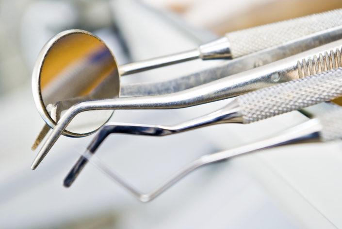 Luščenje in glajenje zobnih korenin
